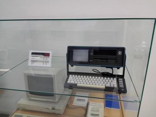 Még egy Commodore, méghozzá a SX-64